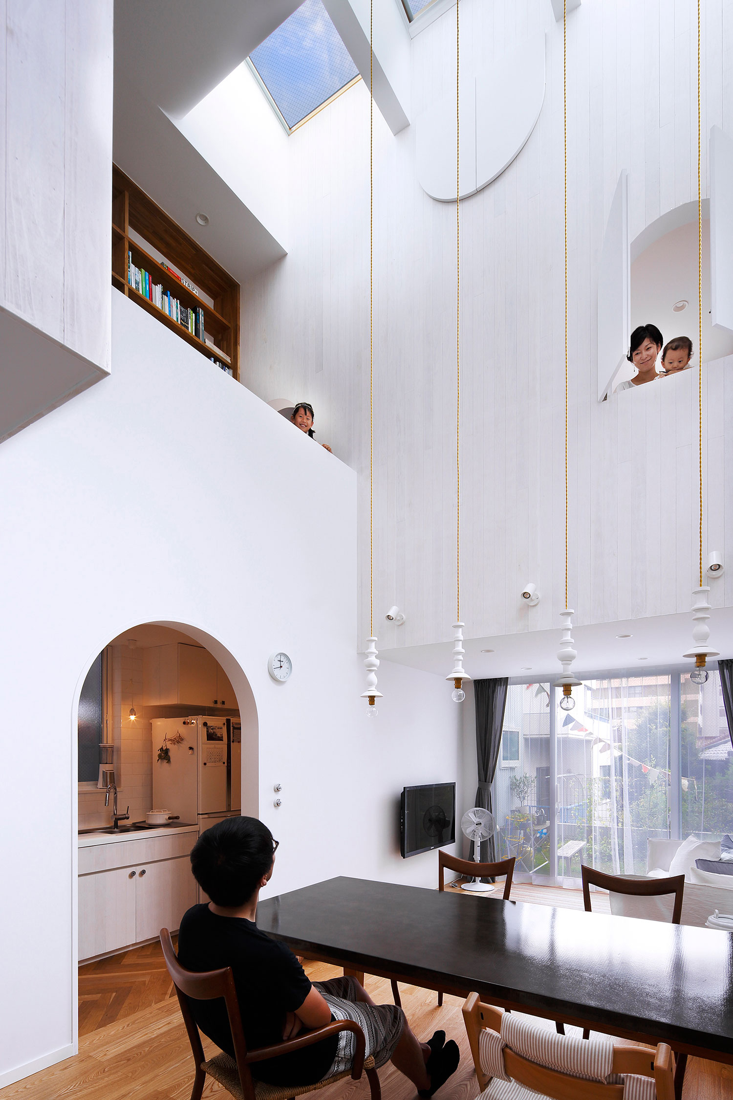 White theme house in Tama-Plaza, Yokohama by Takushu ARAI Architects-08