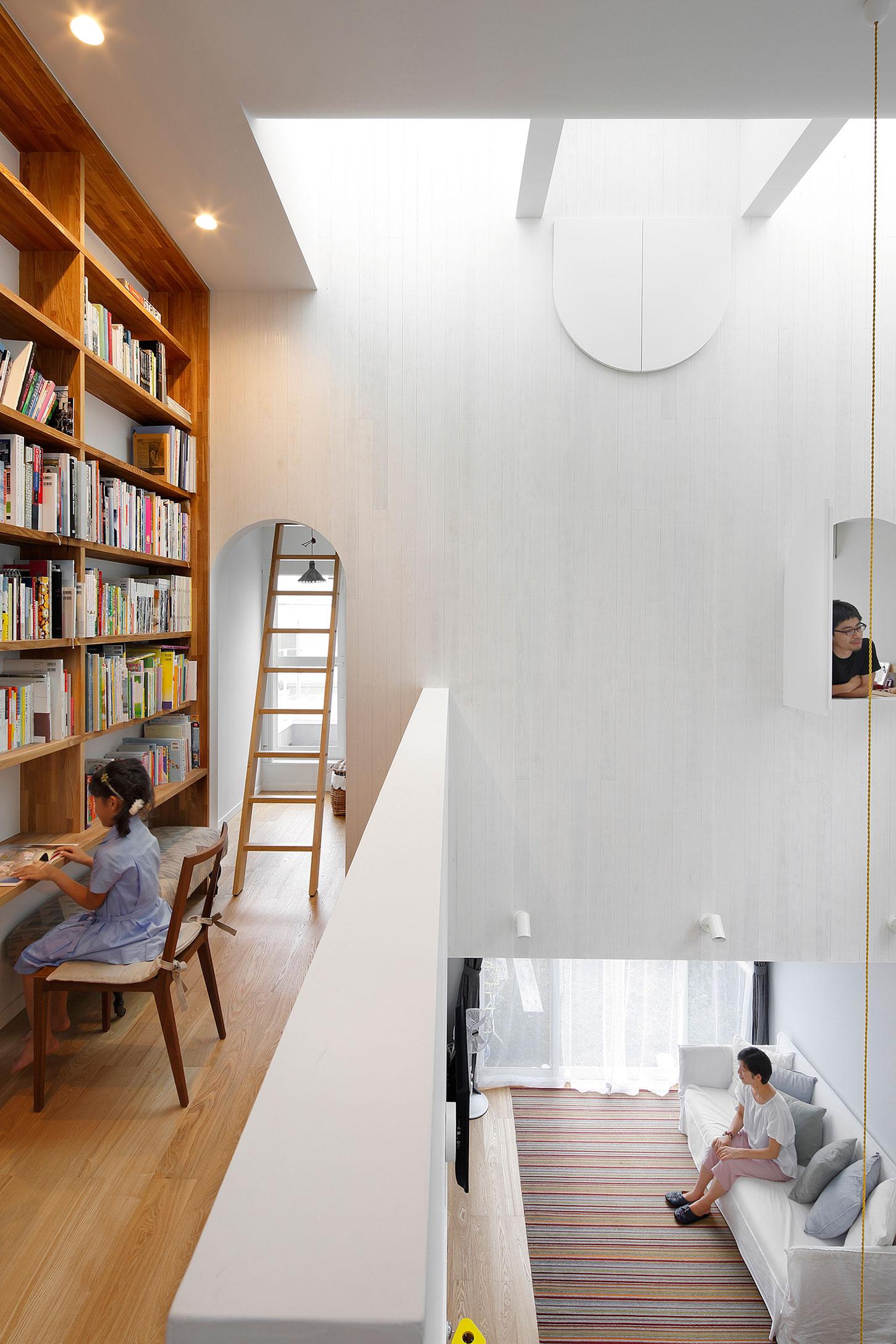 White theme house in Tama-Plaza, Yokohama by Takushu ARAI Architects-12