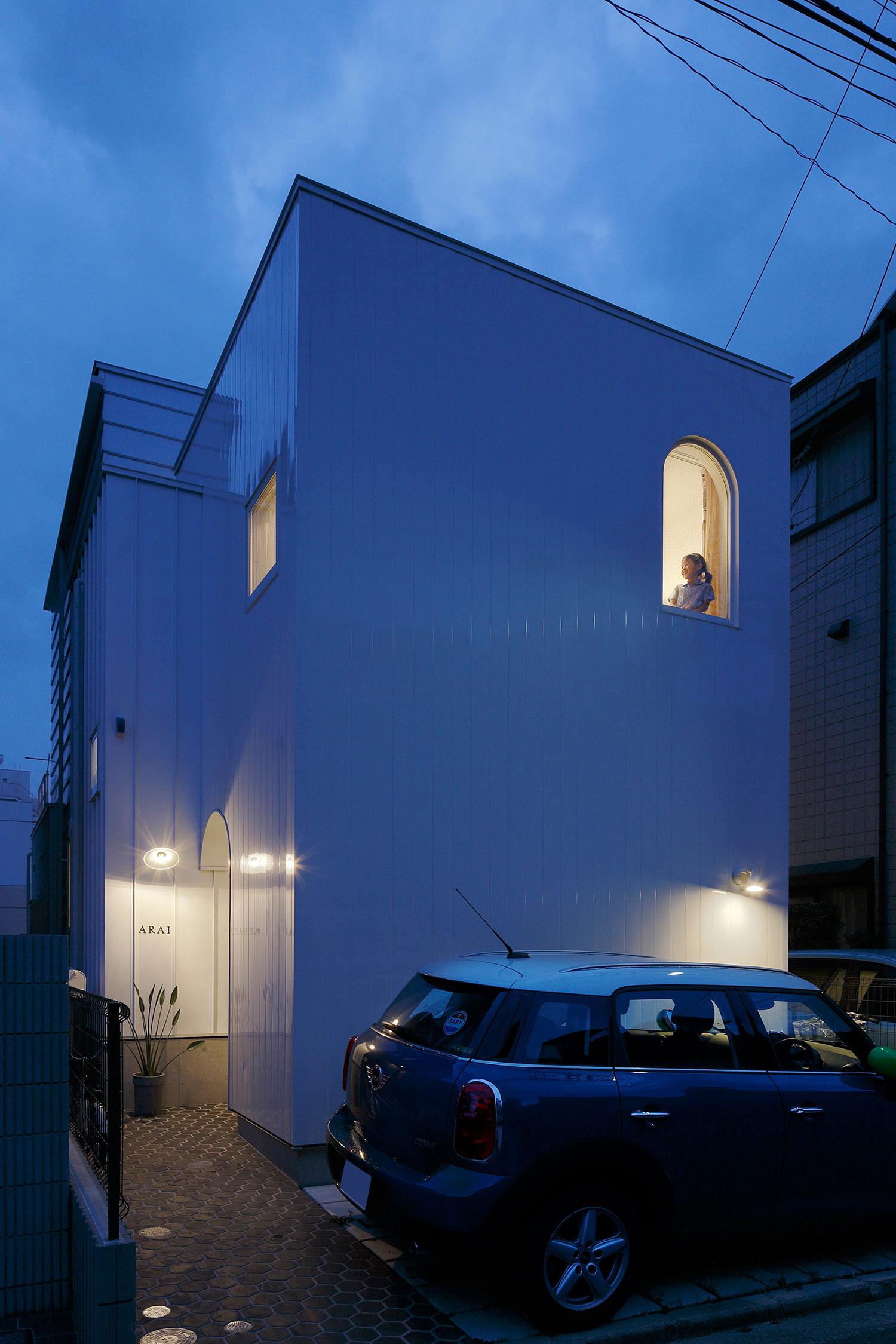 White theme house in Tama-Plaza, Yokohama by Takushu ARAI Architects-13