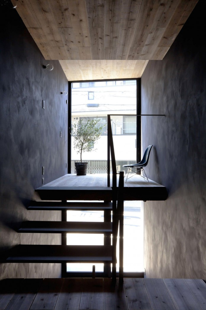 1.8-M-Width-House-by-YUUA-Architects-&-Associates-07