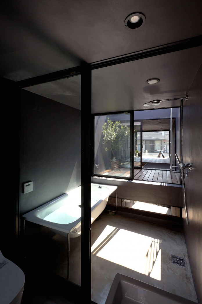 1.8-M-Width-House-by-YUUA-Architects-&-Associates-09
