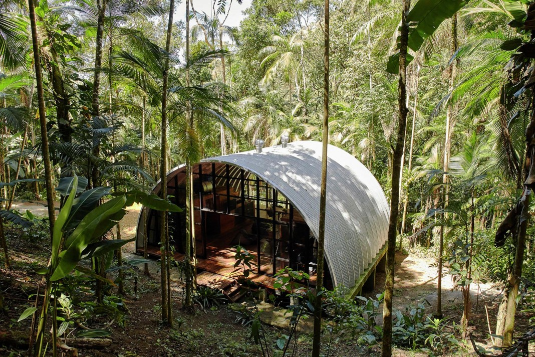 ARCA home in the middle of the Brazilian Atlantic Forest by Atelier Marko Brajovic
