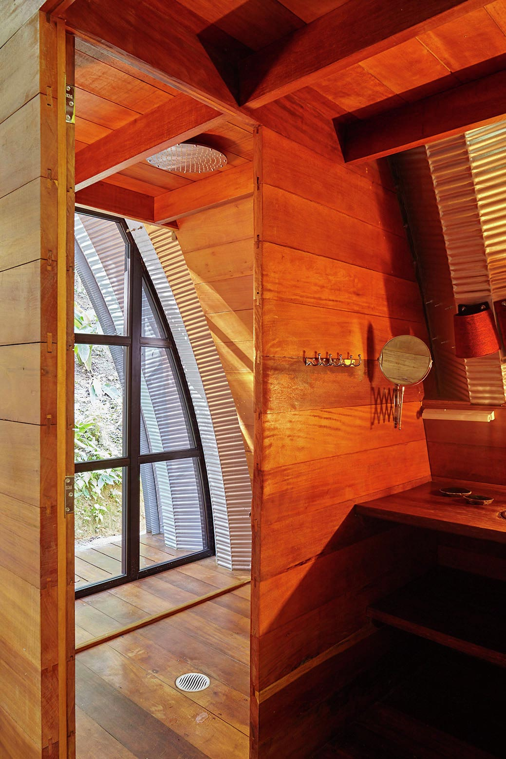 ARCA-home-in-the-middle-of-the-Brazilian-Atlantic-Forest-by-Atelier-Marko-Brajovic-11