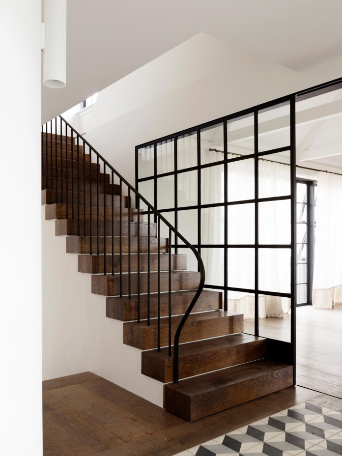 Balancing Home by Luigi Rosselli Architects-11