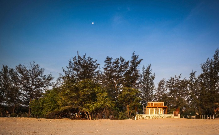 Beachfront-residence-for-an-interethnic-family-of-four-by-Beautbureau-01