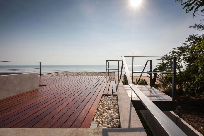 Beachfront-residence-for-an-interethnic-family-of-four-by-Beautbureau-07