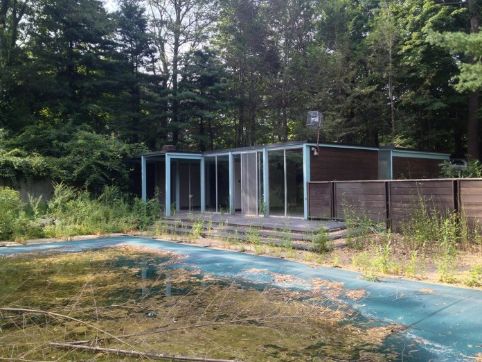 Chestnut-Hill-Modern-Renovation-by-Hammer-Architects-01