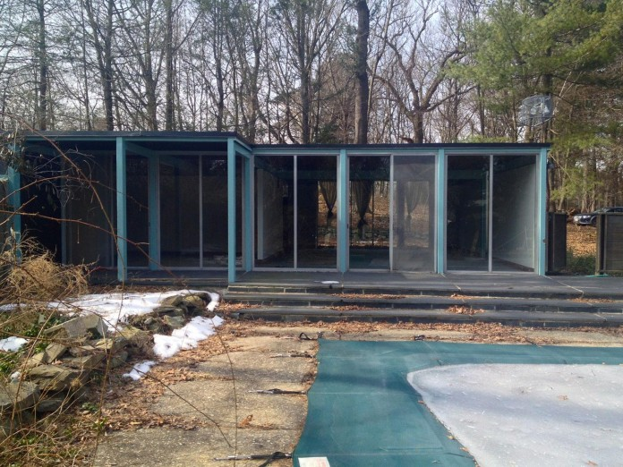 Chestnut-Hill-Modern-Renovation-by-Hammer-Architects-02