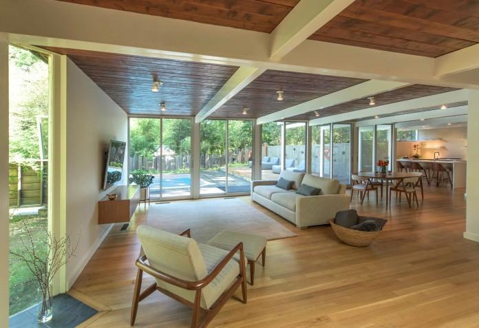 Chestnut-Hill-Modern-Renovation-by-Hammer-Architects-05