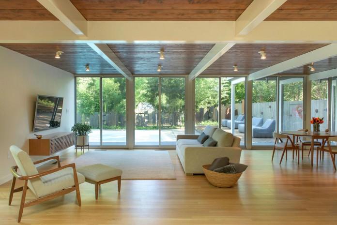 Chestnut-Hill-Modern-Renovation-by-Hammer-Architects-07