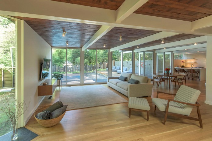 Chestnut-Hill-Modern-Renovation-by-Hammer-Architects-08