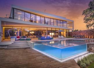 Cool Blue Villa by 123DV