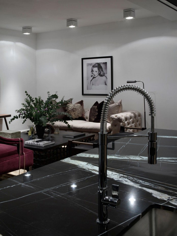Elegant-one-bedroom-apartment-in-Kiev-by-Absolute-Interior-Decor-09