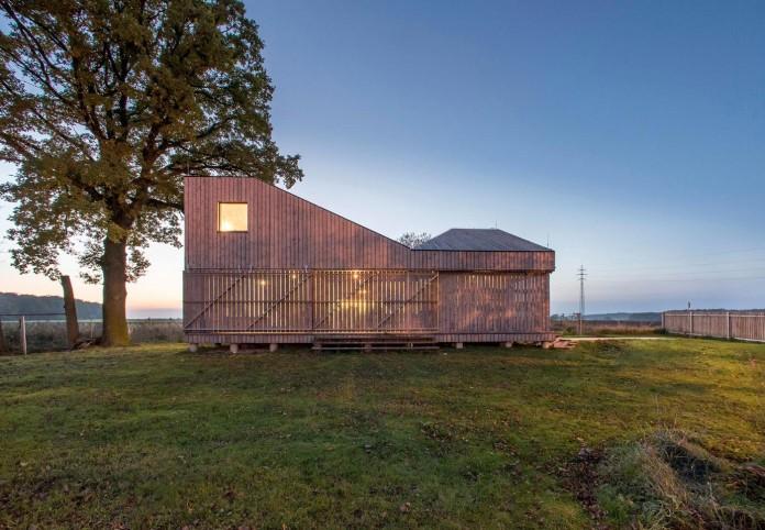 Energy-Efficient-Wooden-House-Zilvar-16