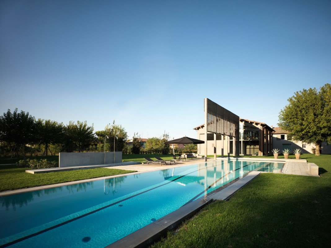 Farmhouse converted into contemporary residence by Bartoletti Cicognani