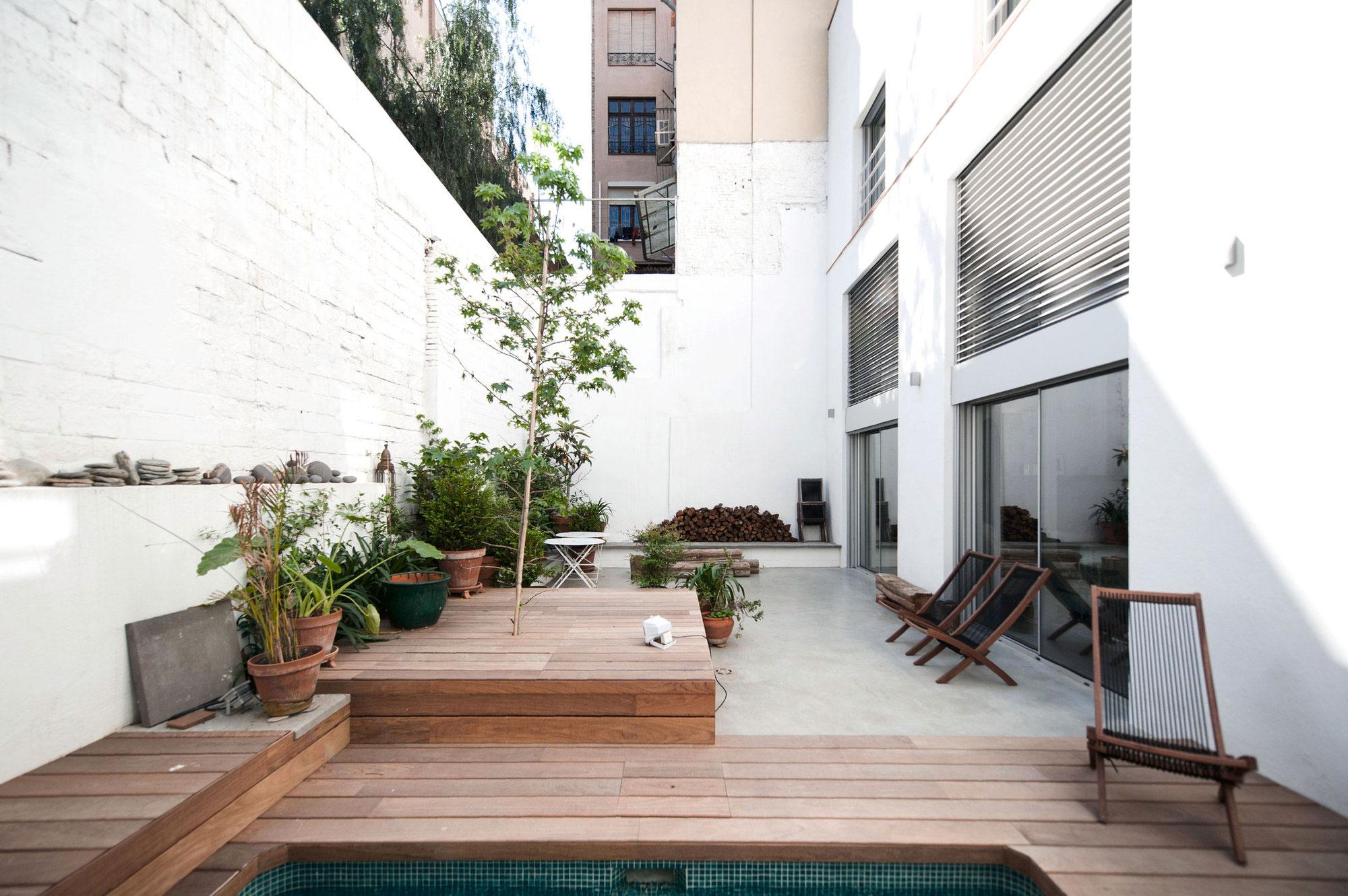Gracia home in Barcelona by Lluís Corbella & Marc Mazeres-01