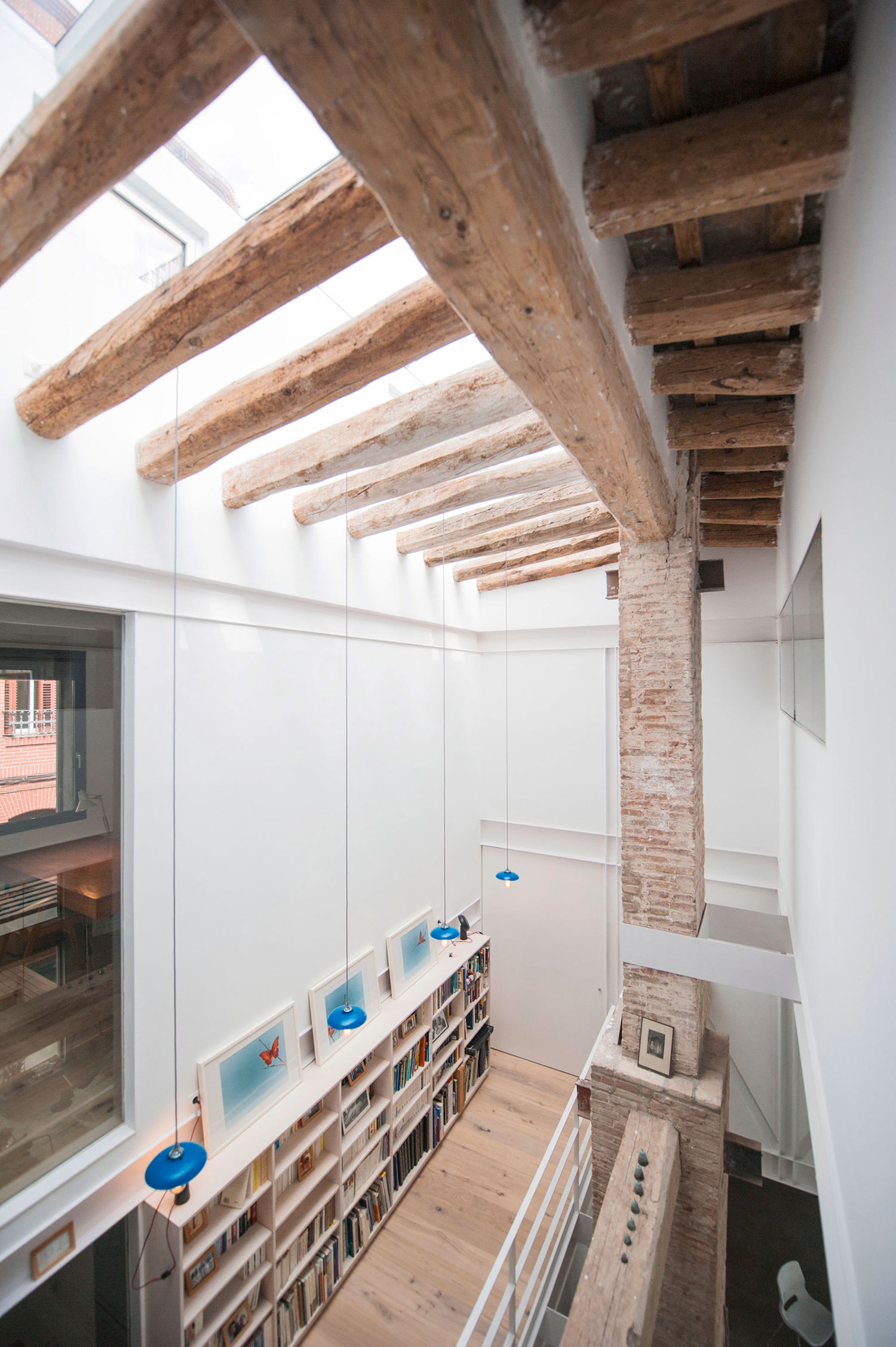 Gracia home in Barcelona by Lluís Corbella & Marc Mazeres-12