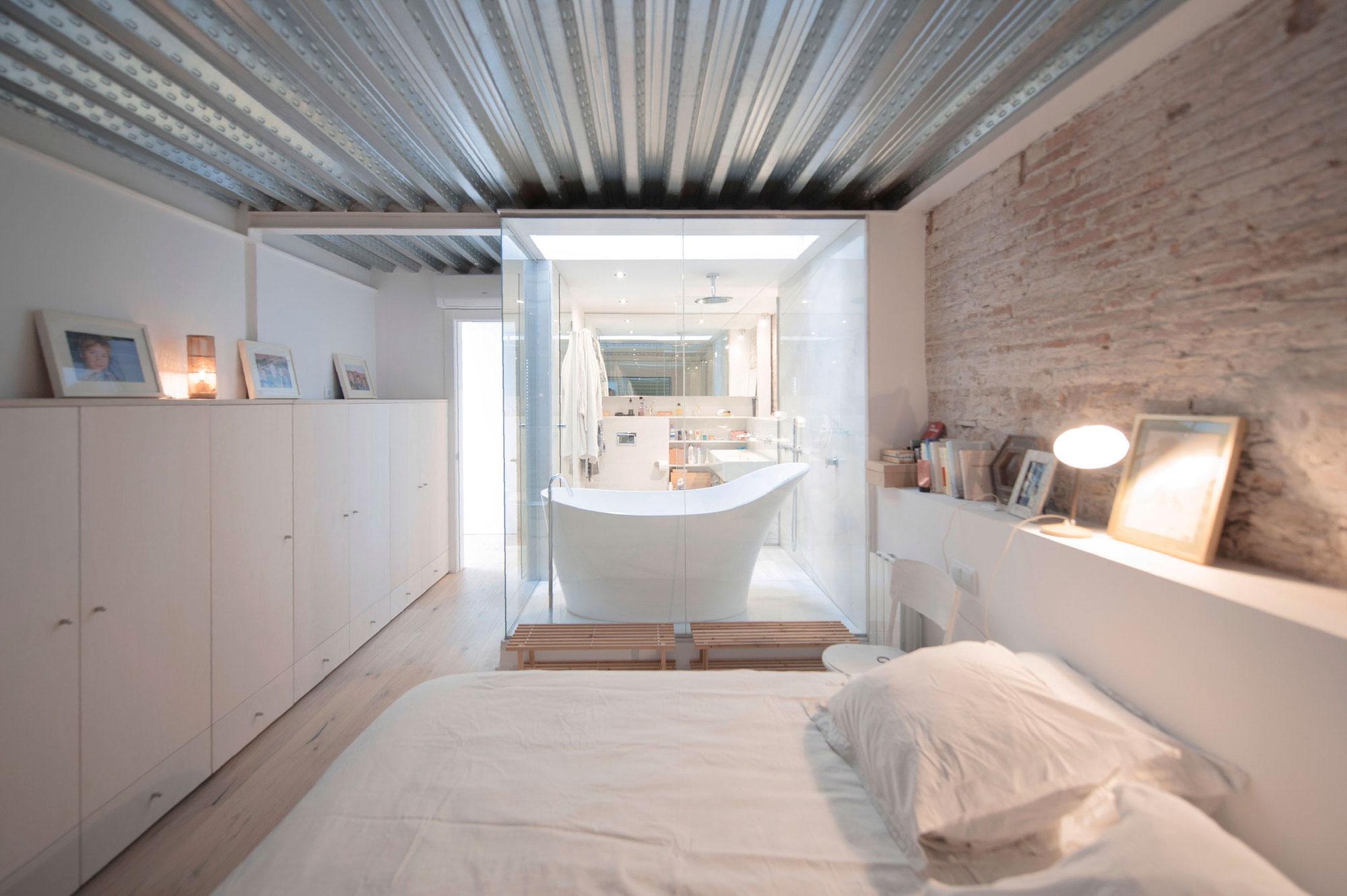Gracia home in Barcelona by Lluís Corbella & Marc Mazeres-15