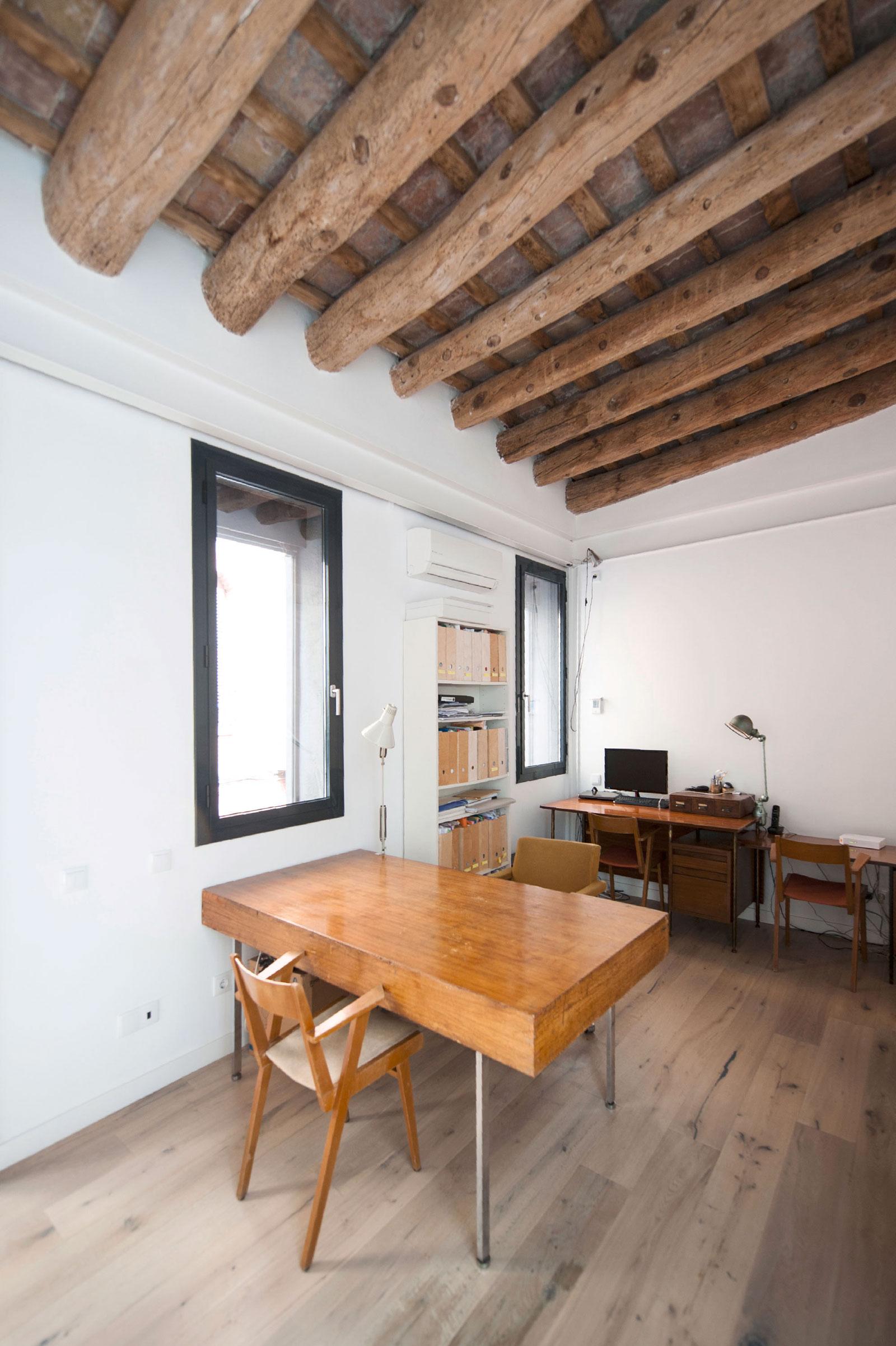 Gracia home in Barcelona by Lluís Corbella & Marc Mazeres-16