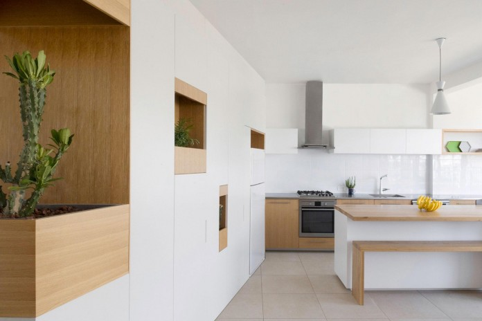 HaGat-white-apartment-in-Ramat-Gan-by-Itai-Palti-03