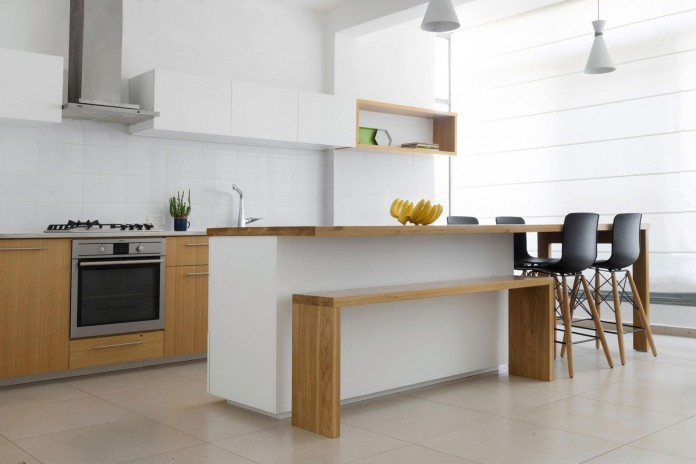 HaGat-white-apartment-in-Ramat-Gan-by-Itai-Palti-08