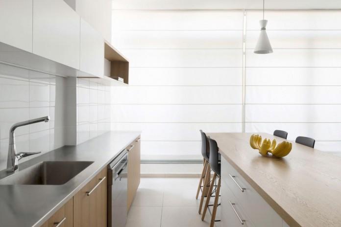HaGat-white-apartment-in-Ramat-Gan-by-Itai-Palti-10