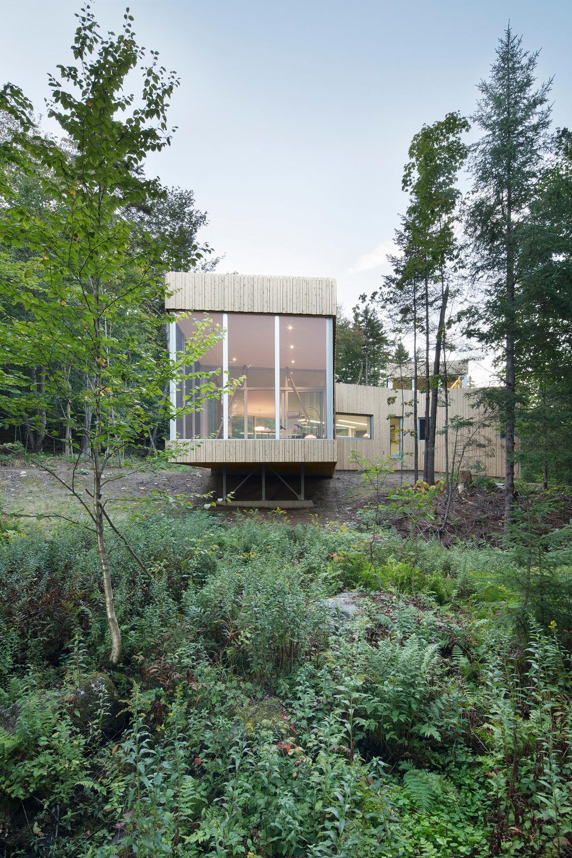 House on Lac Grenier by Paul Bernier Architecte-02
