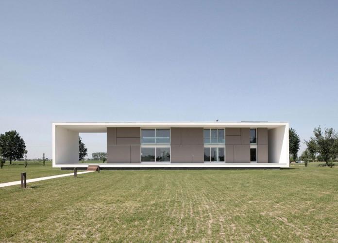 House-on-the-Stream-Morella-by-Andrea-Oliva-01