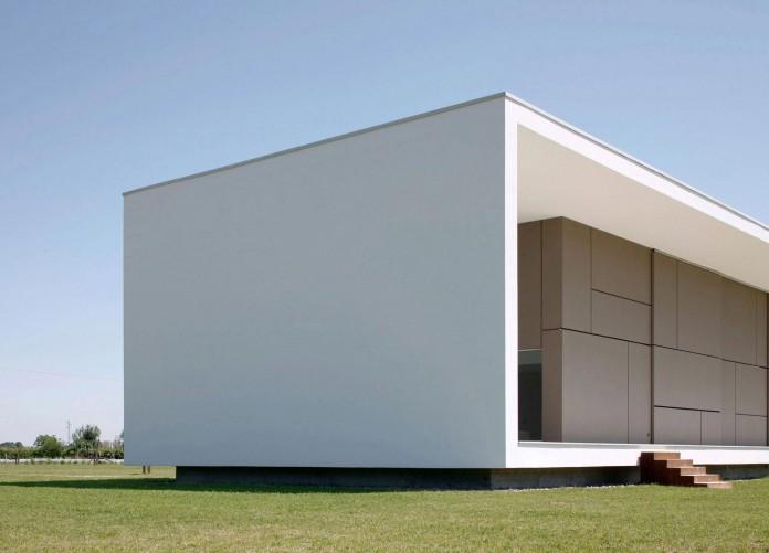 House-on-the-Stream-Morella-by-Andrea-Oliva-04
