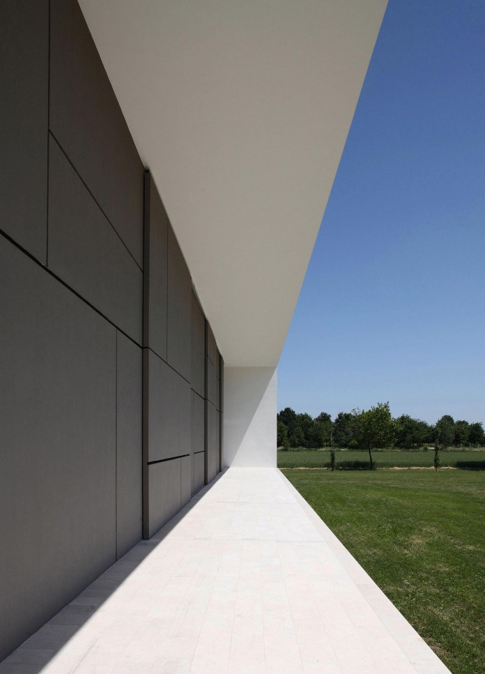 House-on-the-Stream-Morella-by-Andrea-Oliva-05