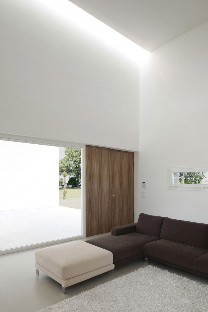 House-on-the-Stream-Morella-by-Andrea-Oliva-09