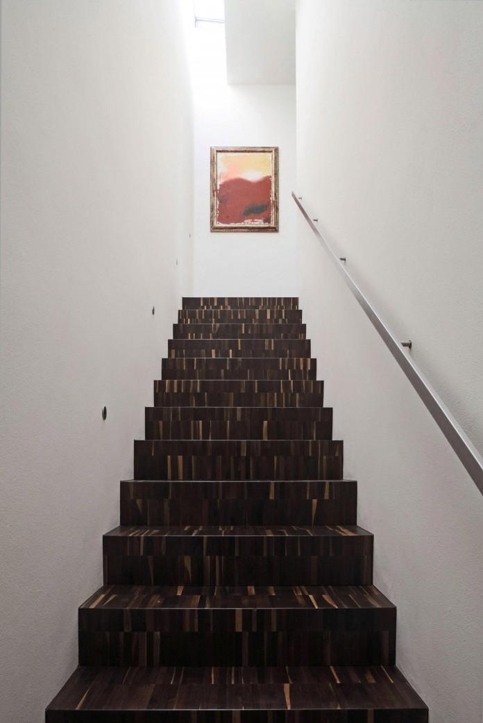 House-on-the-Stream-Morella-by-Andrea-Oliva-11