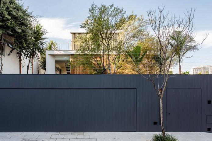 Lara house by Felipe Hess-01