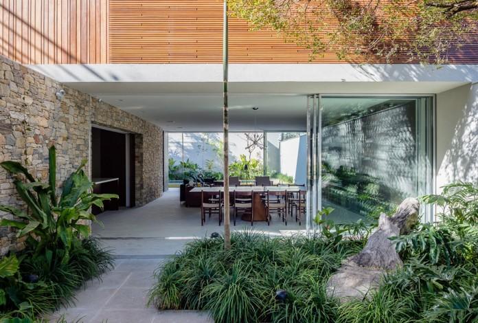 Lara house by Felipe Hess-05