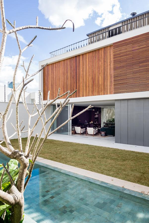 Lara house by Felipe Hess-11