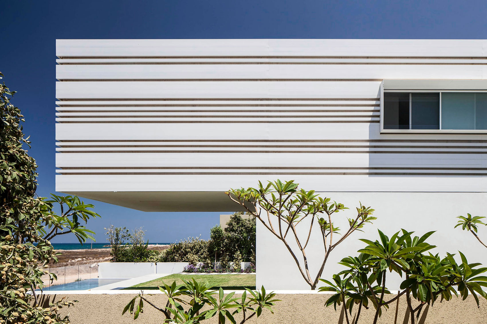 Luminous A House by the Sea home with Mediterranean Sea views by Pitsou Kedem Architects-03