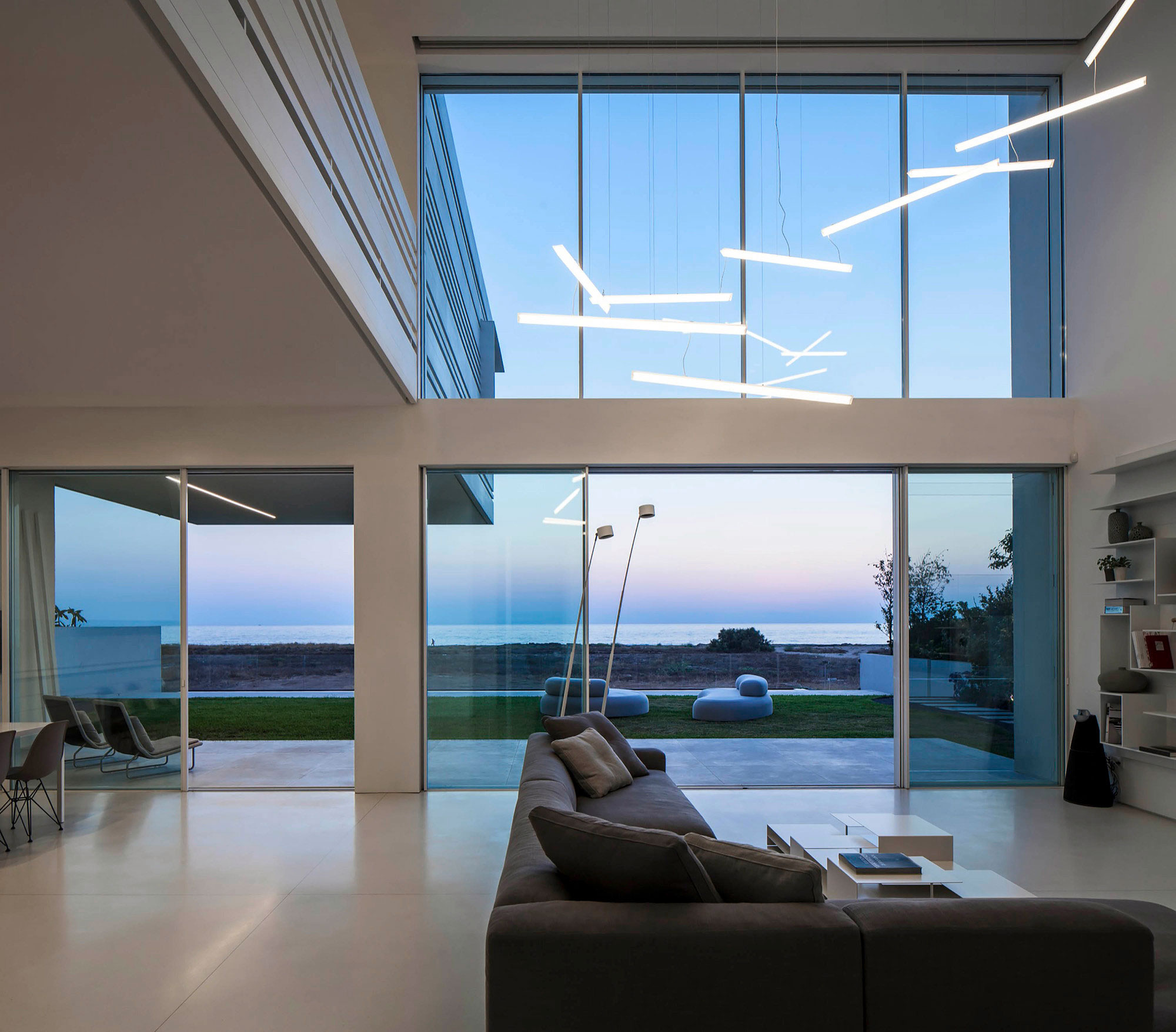 Luminous A House by the Sea home with Mediterranean Sea views by Pitsou Kedem Architects-20