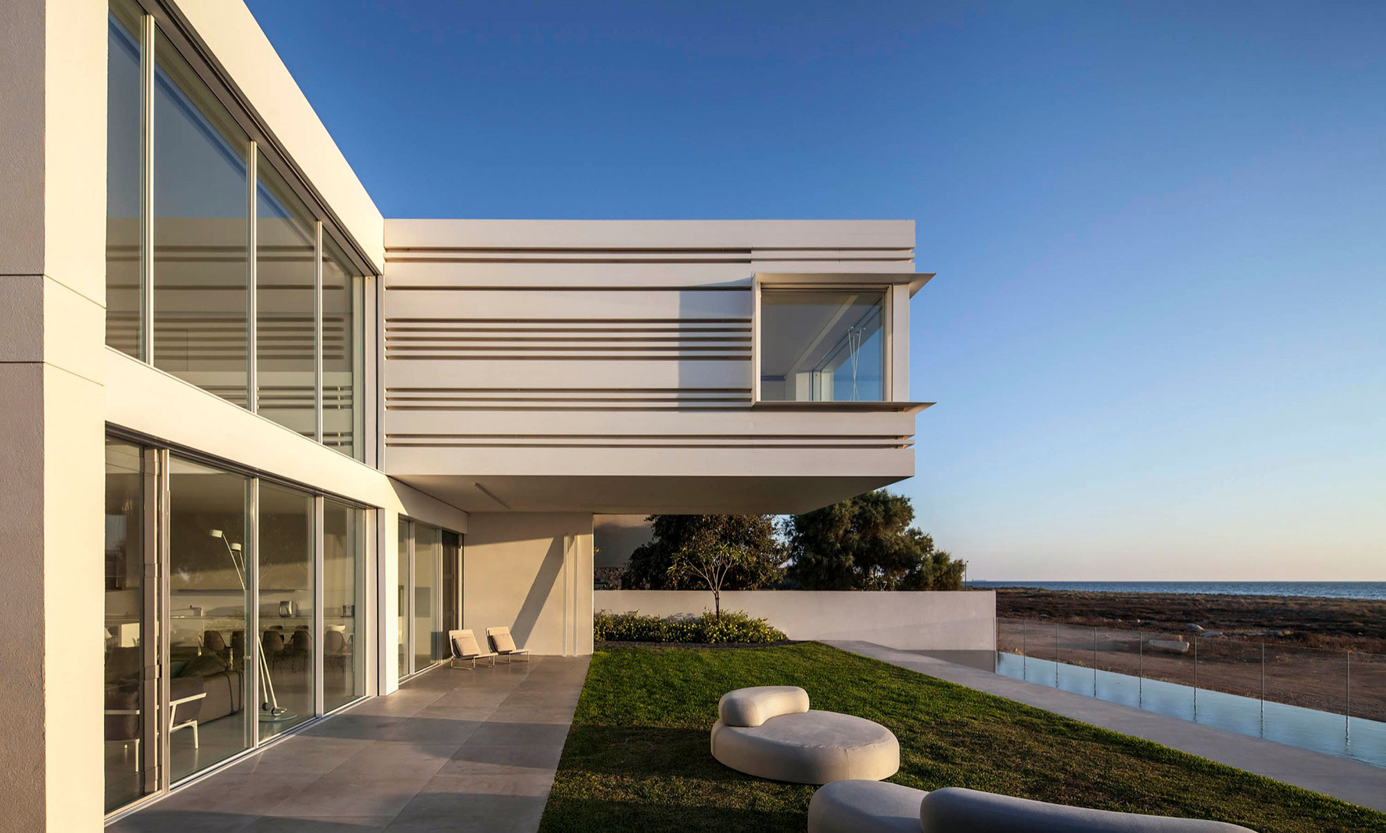 Luminous A House by the Sea home with Mediterranean Sea views by Pitsou Kedem Architects-21