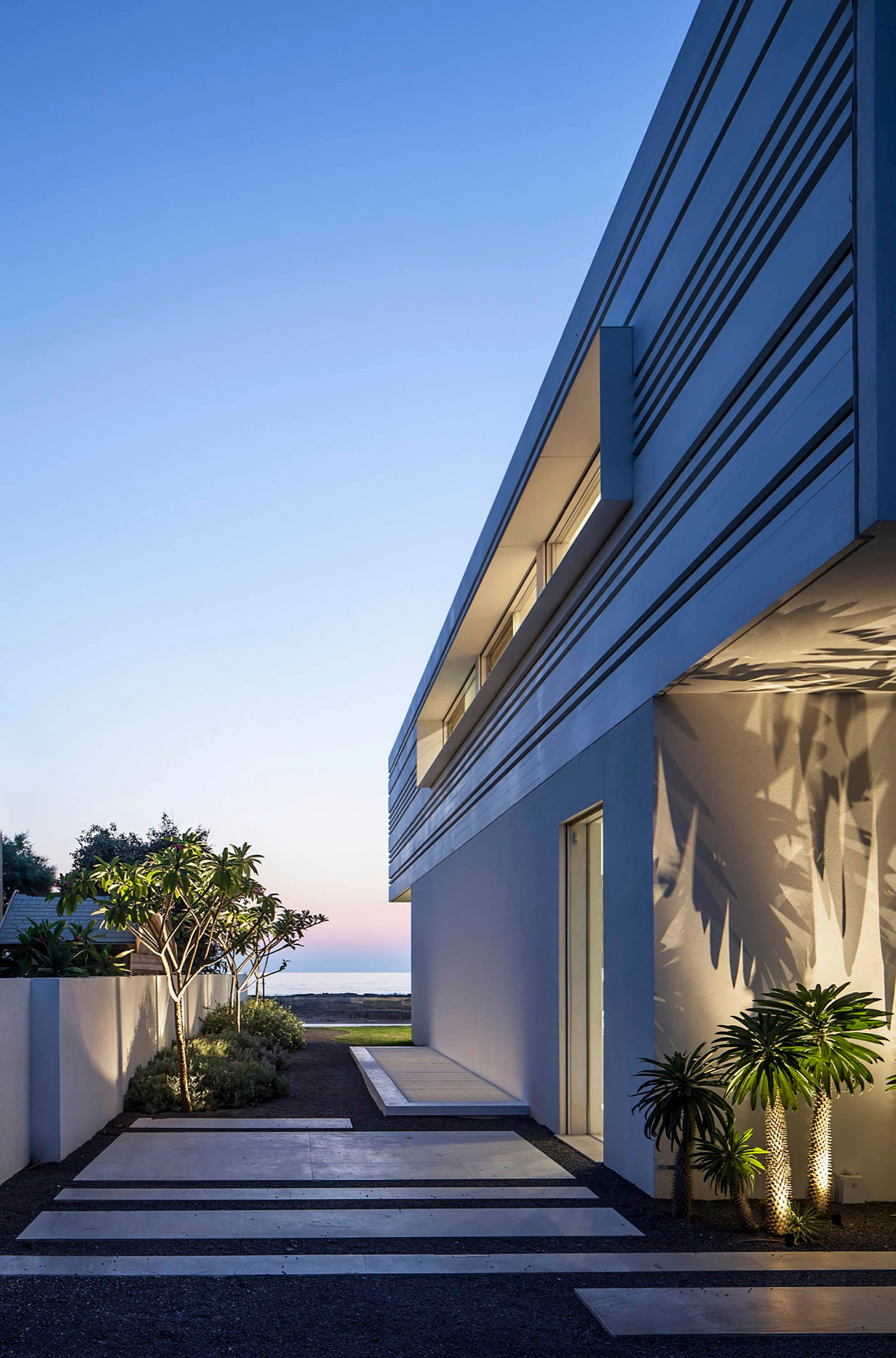 Luminous A House by the Sea home with Mediterranean Sea views by Pitsou Kedem Architects-24