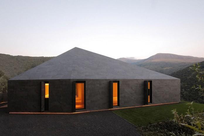 Montebar-Villa-by-JMA-01