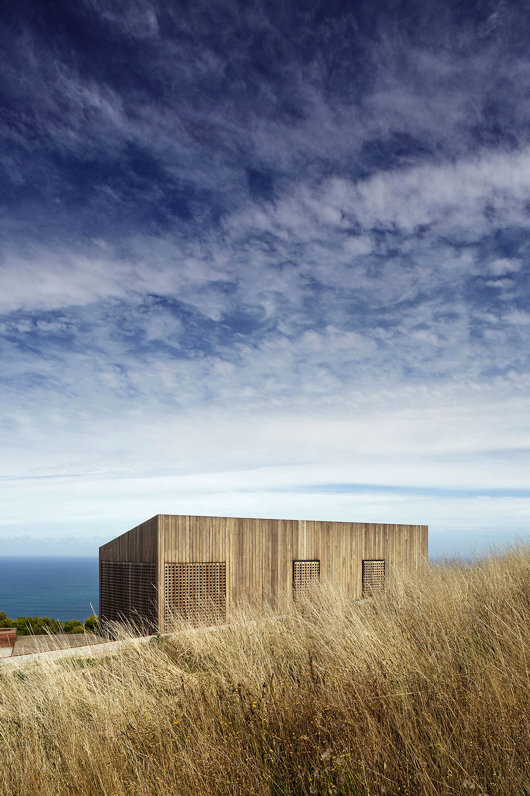 Moonlight cabin retreat with great sea views by Jackson Clements Burrows-03