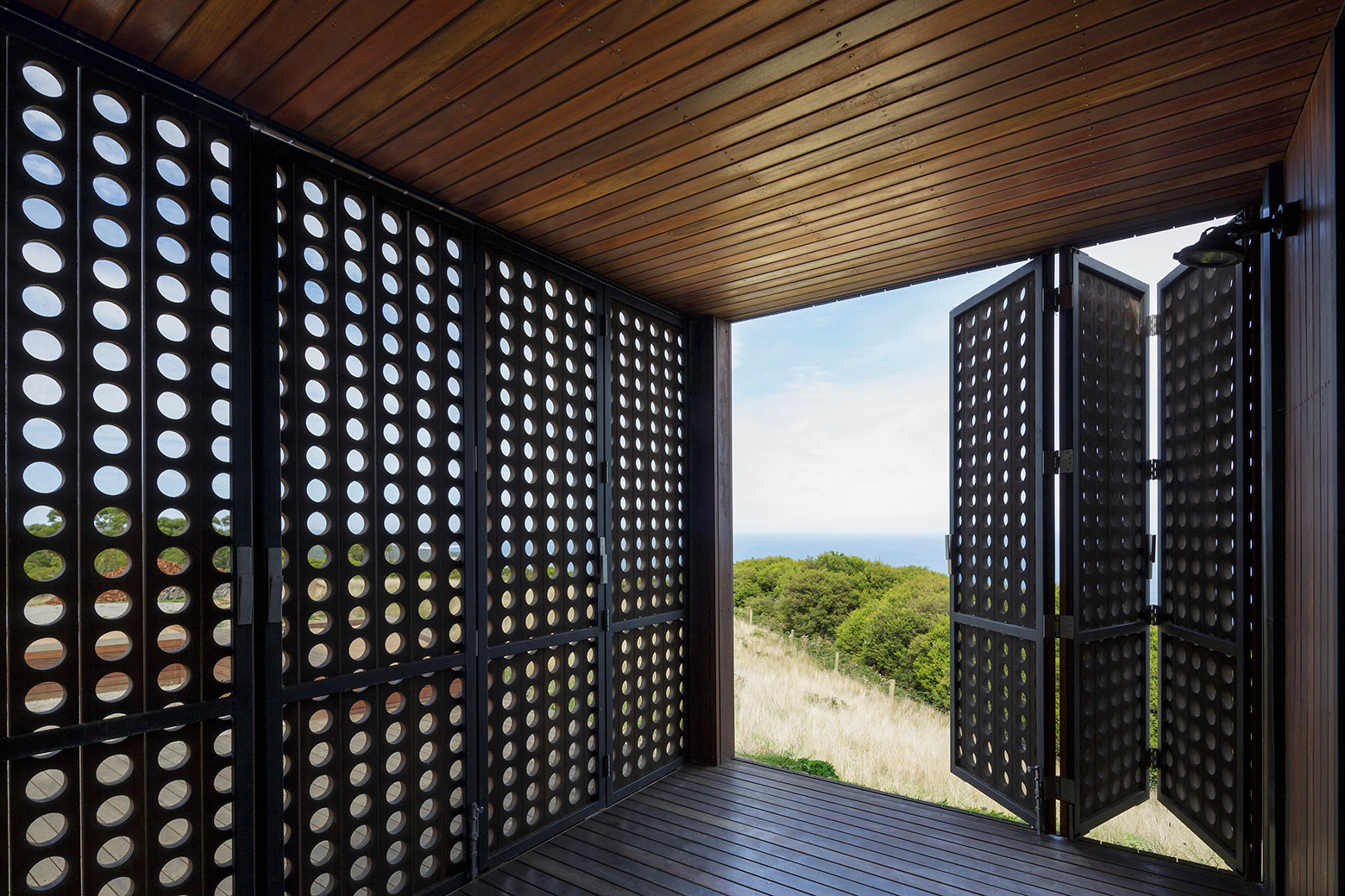 Moonlight cabin retreat with great sea views by Jackson Clements Burrows-05