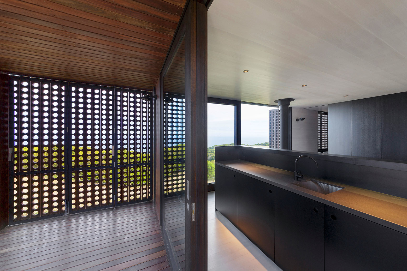 Moonlight cabin retreat with great sea views by Jackson Clements Burrows-07