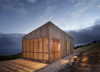 Moonlight cabin retreat with great sea views by Jackson Clements Burrows