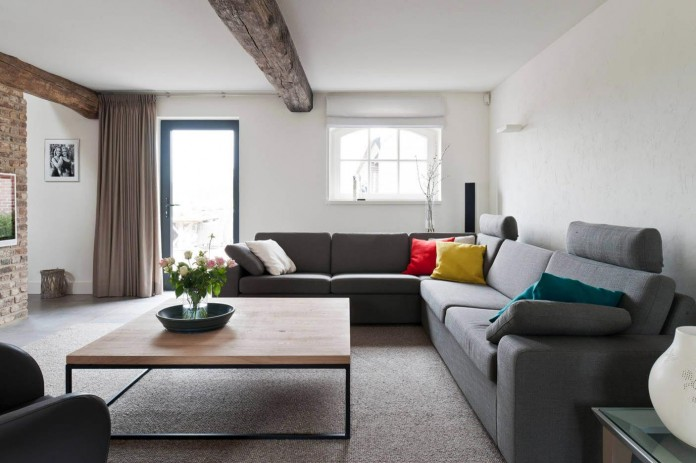 Project-V-old-home-converted-into-contemporary-traditional-residence-by-Doret-Schulkes-Interieurarchitecten-02