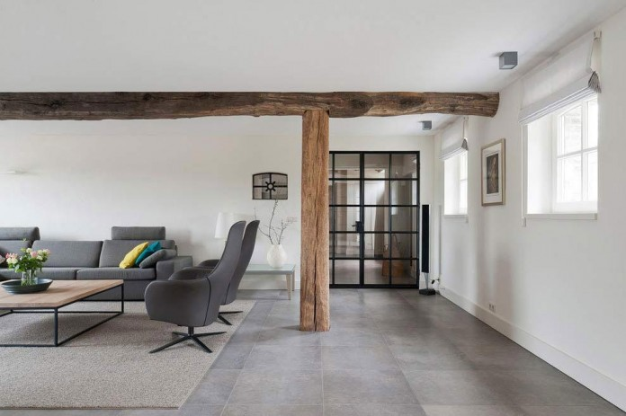 Project-V-old-home-converted-into-contemporary-traditional-residence-by-Doret-Schulkes-Interieurarchitecten-03