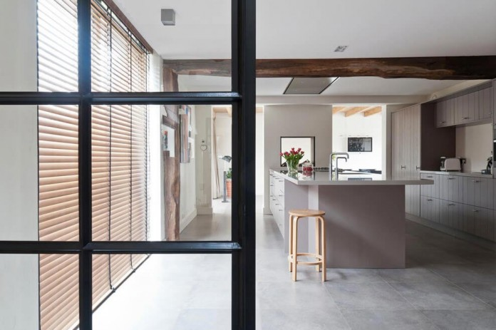 Project-V-old-home-converted-into-contemporary-traditional-residence-by-Doret-Schulkes-Interieurarchitecten-05