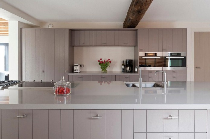 Project-V-old-home-converted-into-contemporary-traditional-residence-by-Doret-Schulkes-Interieurarchitecten-06