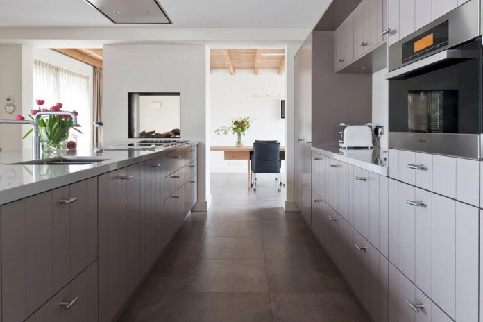 Project-V-old-home-converted-into-contemporary-traditional-residence-by-Doret-Schulkes-Interieurarchitecten-07