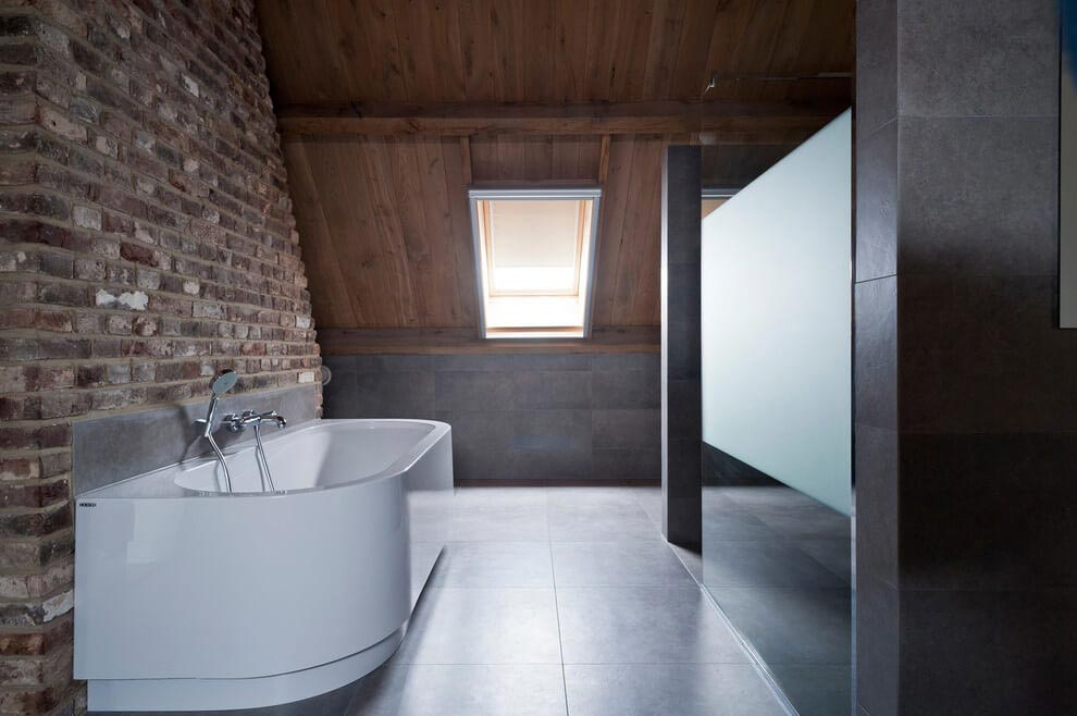 Project v old home converted into contemporary for Interieur architecten